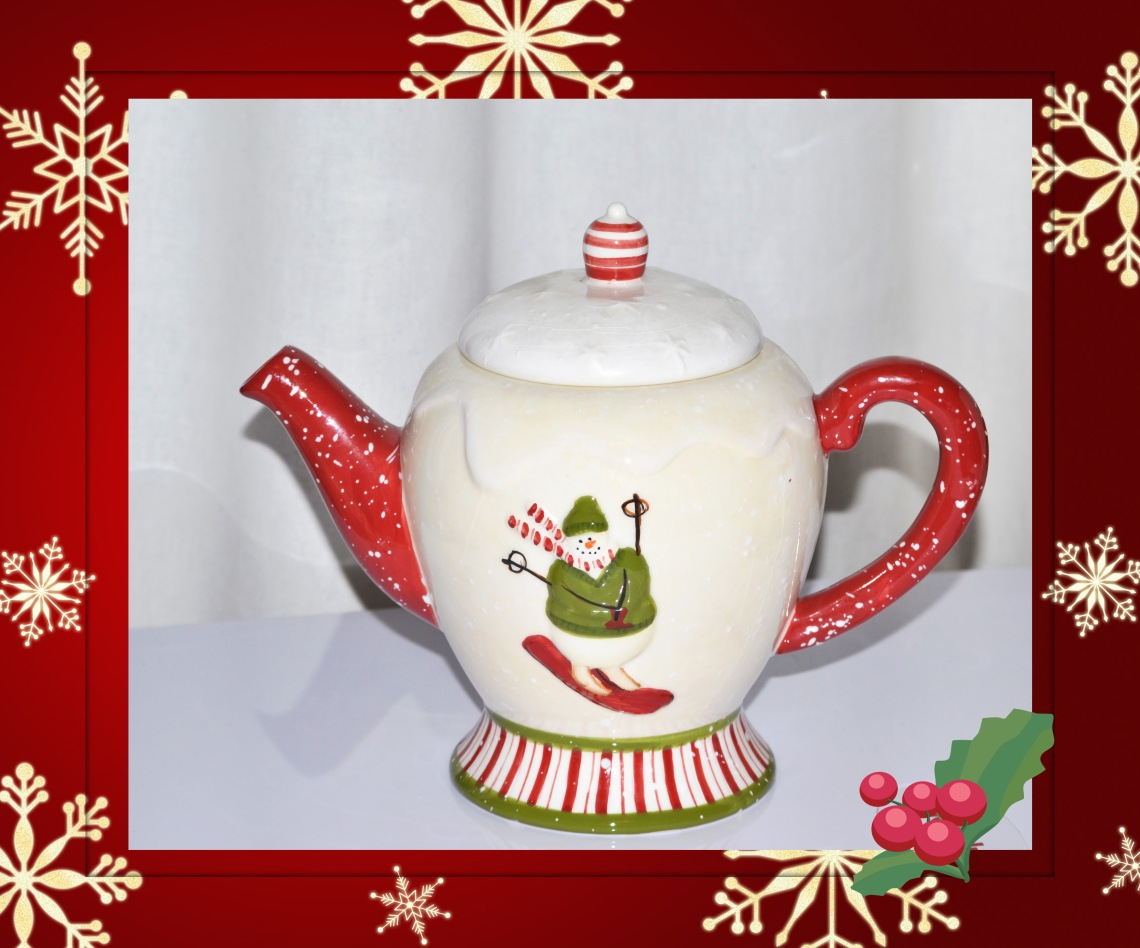 Cmas Teapot for Friday Finds
